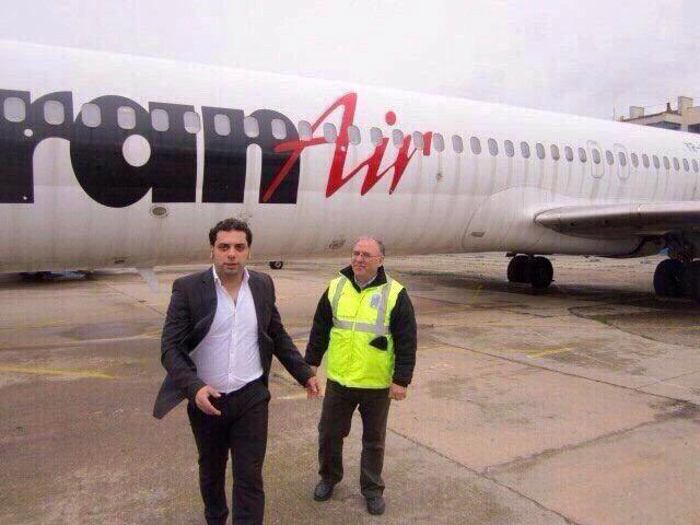 FRatii care organizeaza evenimentul detin o companie aeriana. In imagine, unul dintre ei