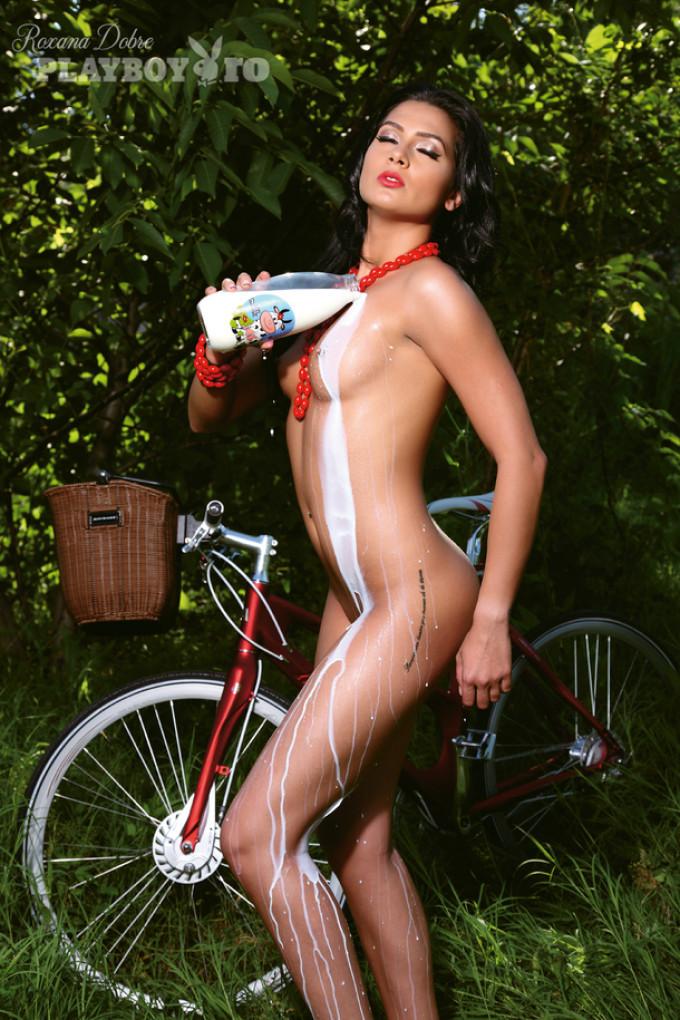 Roxana Dobre a ajuns cunoscuta dupa ce a aparut in mai multe pictoriale in revistele pentru barbati