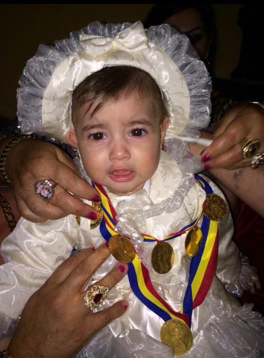 Alina Maria primeste banuti de aur la fiecare sarbatoare