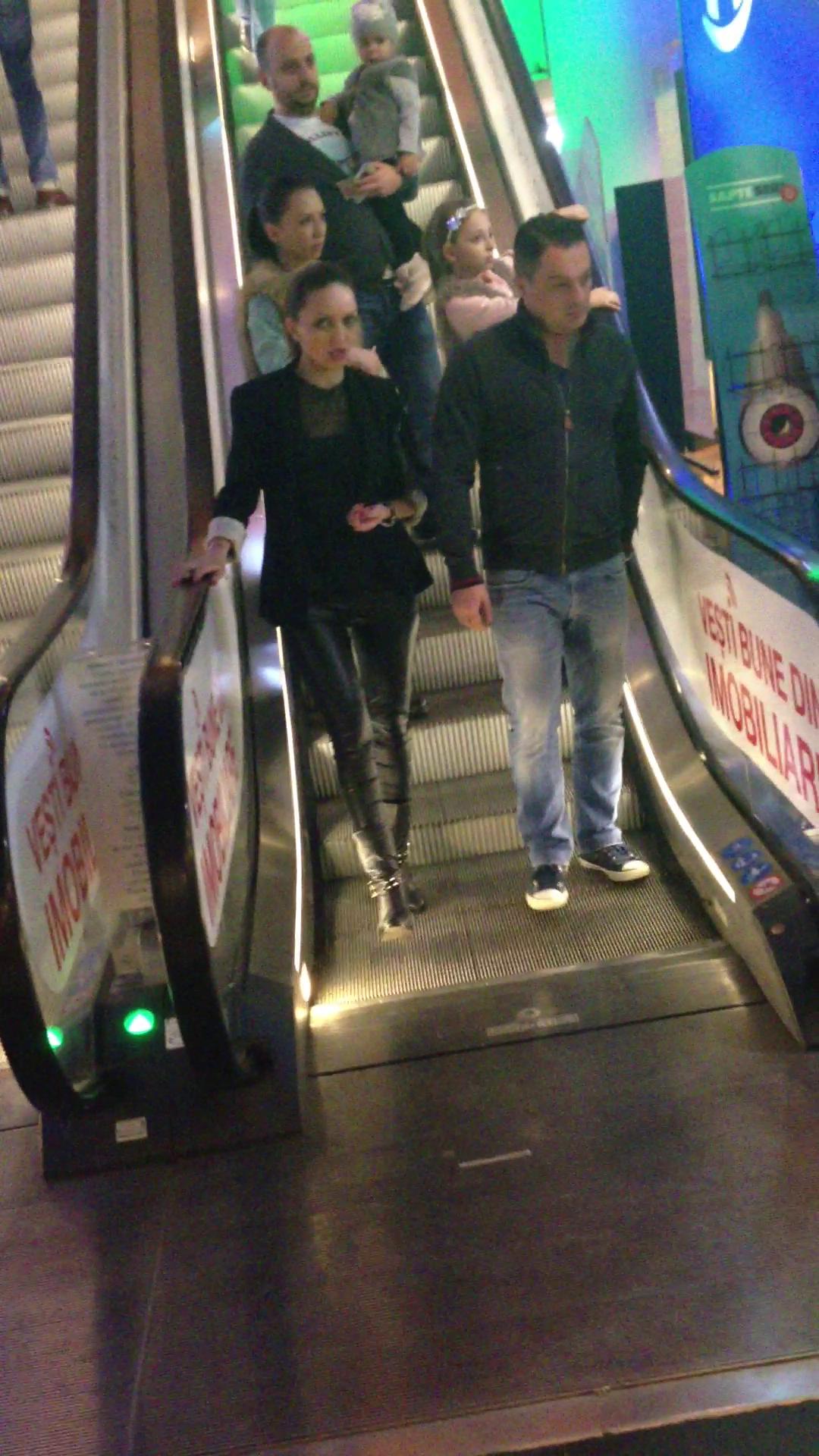 Cei doi indragostiti s-au plimbat cateva ore bune prin mall