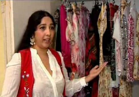 Vrajitoarea Sultana se mandreste cu garderoba ei