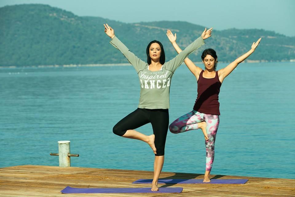 In Turcia, Andreea Marin face yoga pentru a-si elibera mintea de toate lucrurile rele