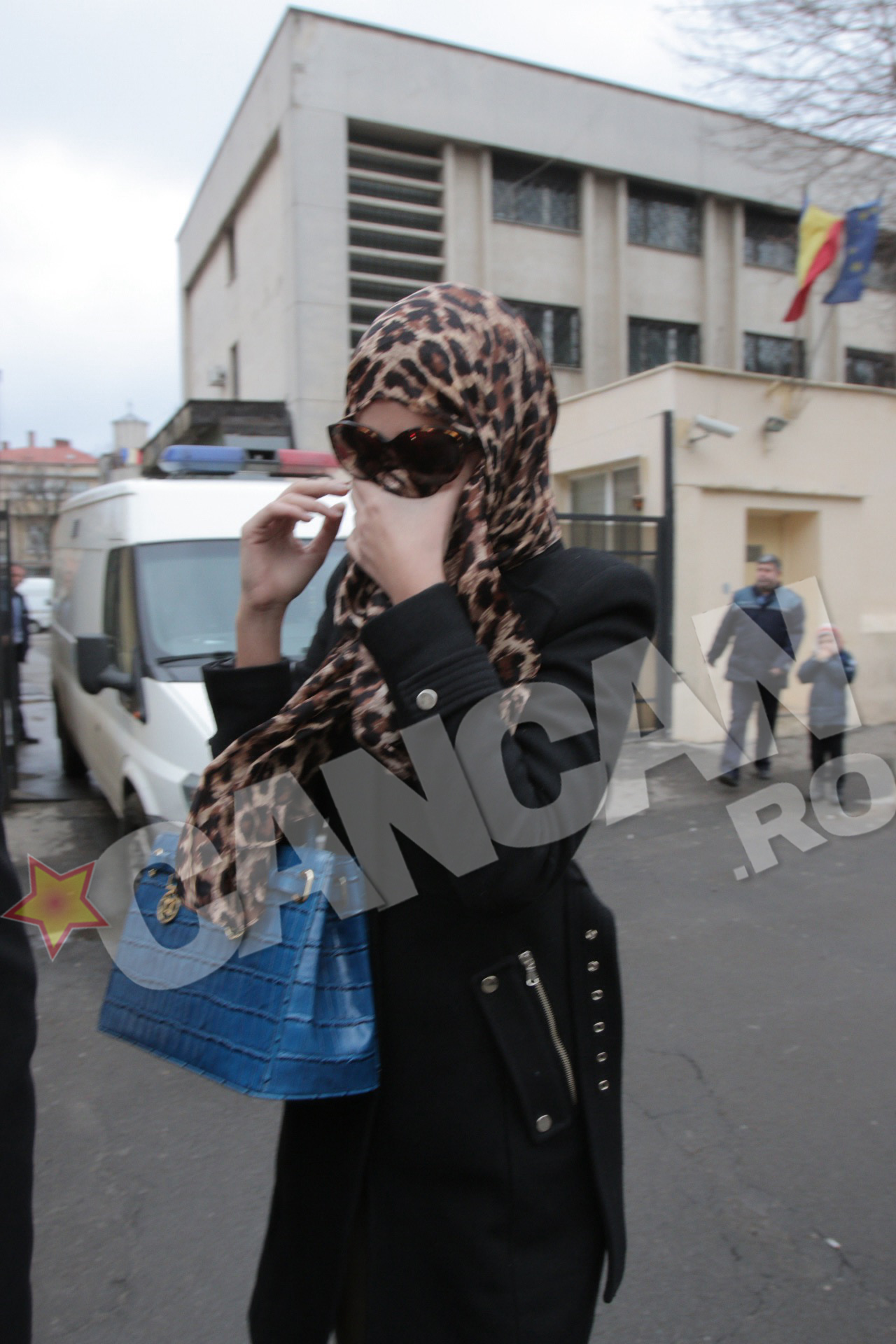 Ramona Popescu a incercat pe cat posibil sa-si ascunda fata la iesirea de la audieri