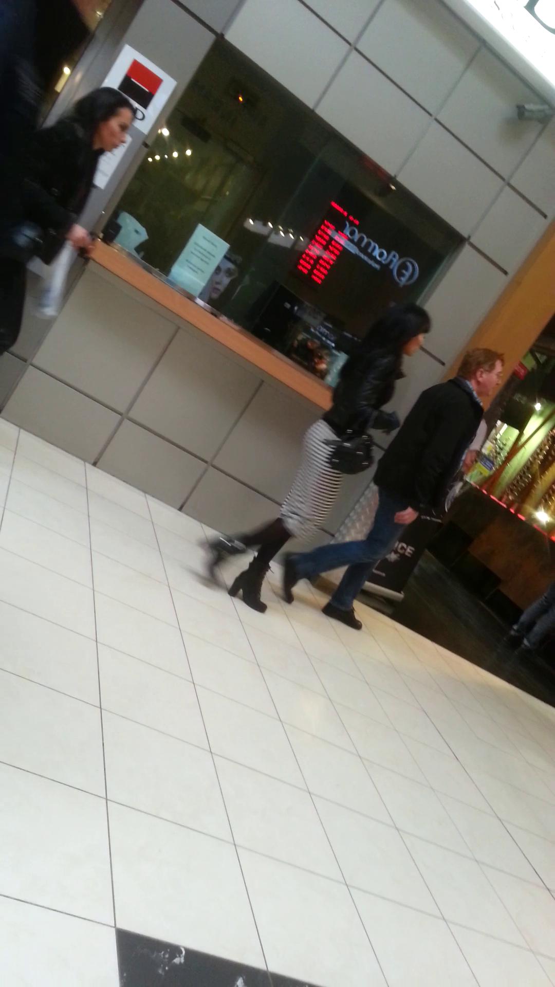 Monica si Gabriela au mers la cumparaturi in mall
