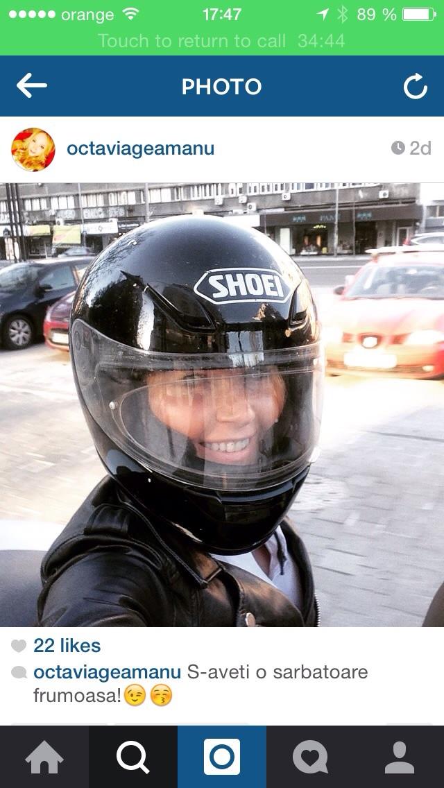 Octavia a postat pe contul sau de instagram o fotografie cu casca primita cadou de la sotul sau