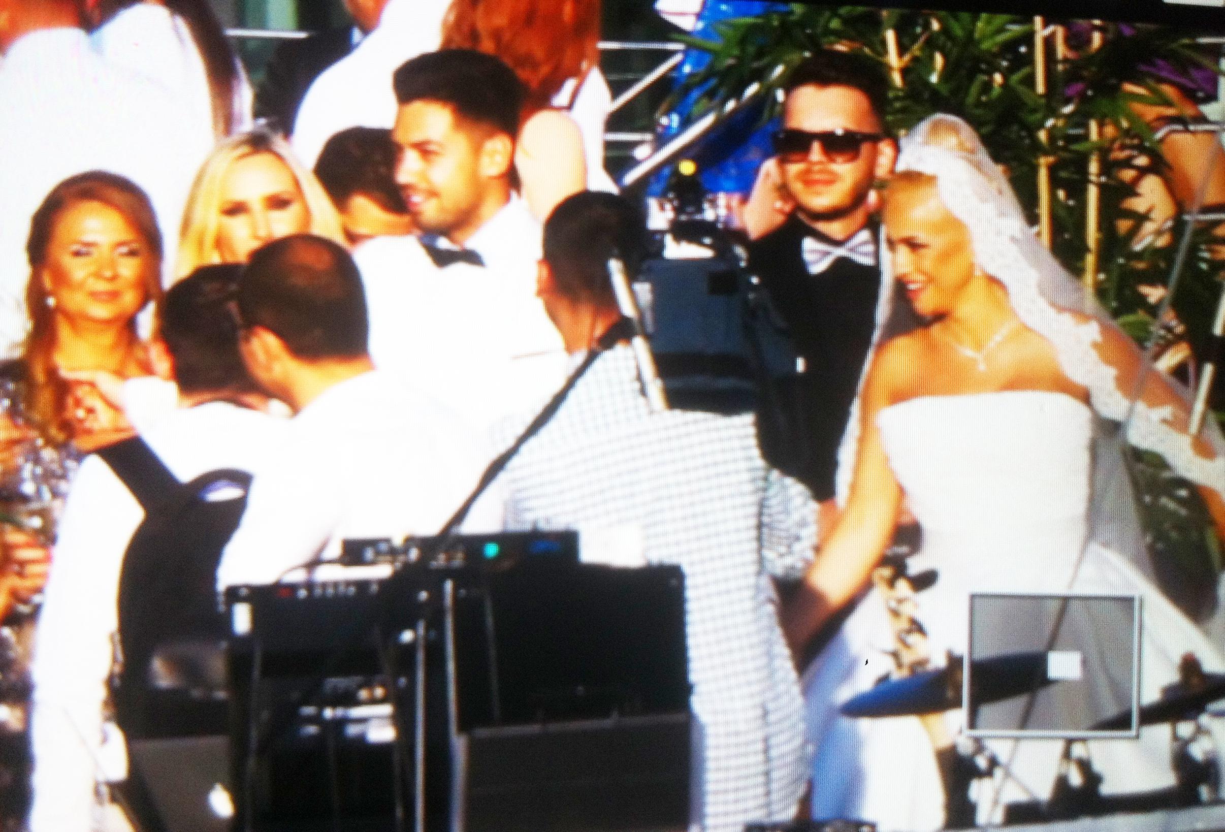 Anda Adam si sotul ei, Sorin Andrei, au ajuns la locul unde va avea loc petrecerea de nunta