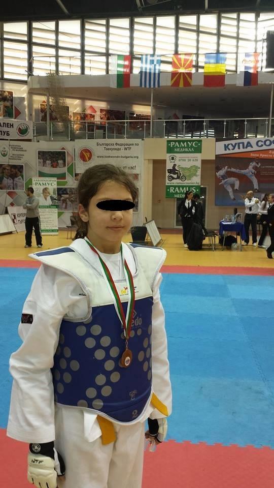 Ea este Elena, sportiva de performanta care a fost batuta de patru colege