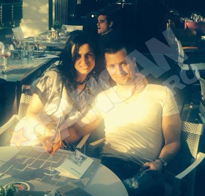 Duminica, la 2:30, in timp ce pe Antena 1 era anuntata logodna lui Vali cu Daniela, tanarul era in Milano, cu amanta lui