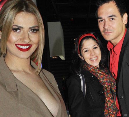 Lidia Buble si Razvan Simion sunt impreuna de un an si cateva luni, insa relatia si-au oficializat-o la sfarsitul anului 2015. In vara anului trecut, moderatorul TV a anuntat printr-un comunicat de presa ca s-a despartit de sotia lui