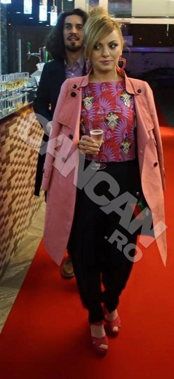 Alexandra Stan impreuna cu iubitul ei la un eveniment monden.