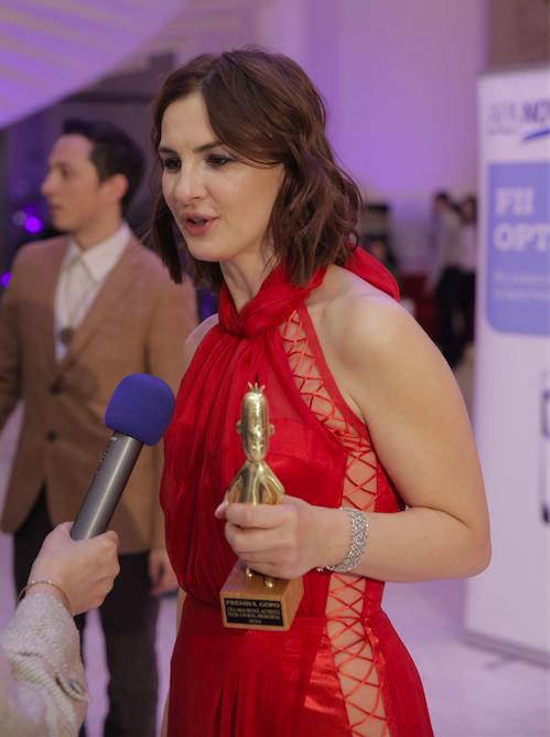 Ioana a făcut senzaţie cu rochia sa