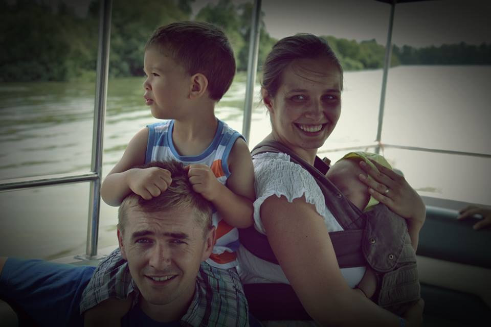Cristian Gog alături de familia sa