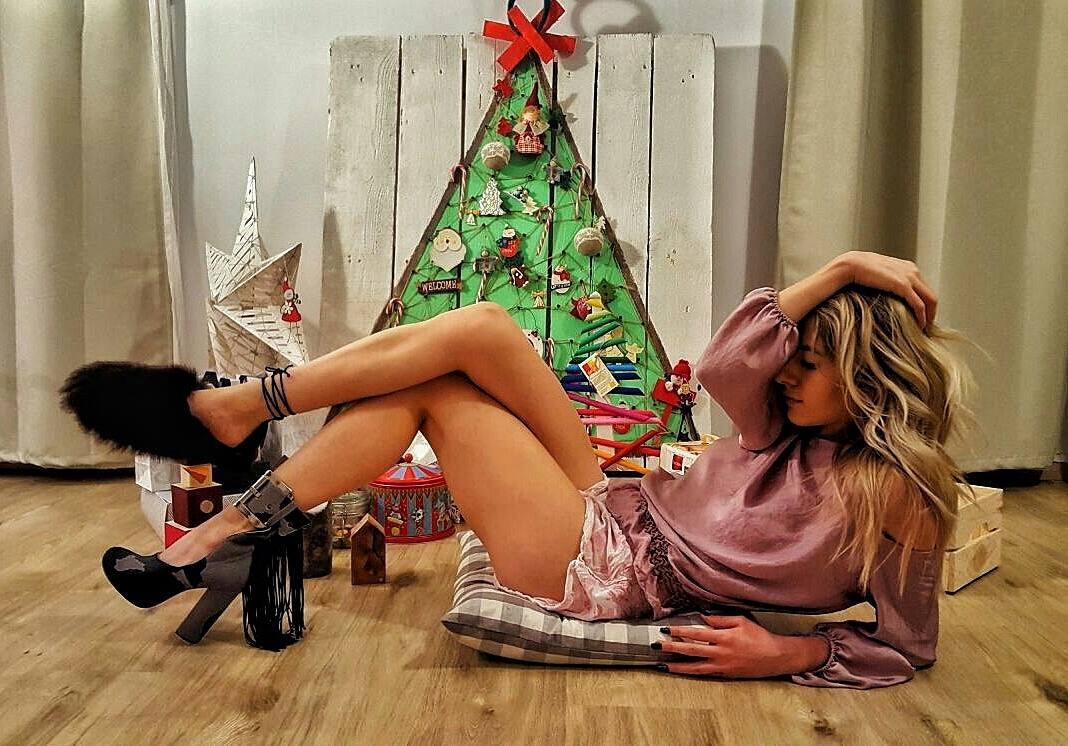 Lidia Buble, copleşită cu cadouri de Moş Crăciun