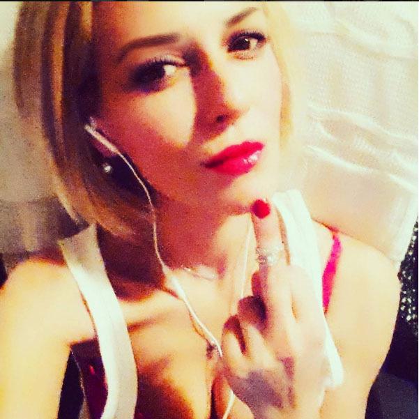 Raluca Ţopescu a anunţat că divorţează purtând verigheta pe degetul mijlociu