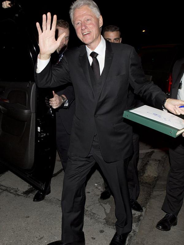 Supriza serii! Bill Clinton şi-a făcut apariţia la Globurile de Aur şi a înmânat un premiu! Toate celebrităţile au fost în extaz!