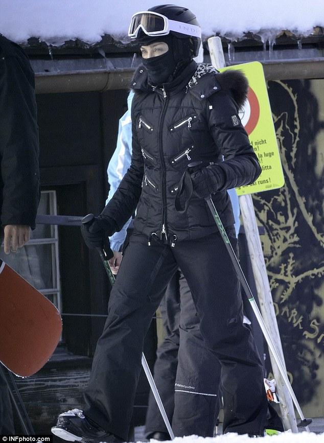 Madonna a suferit un usor accident de ski