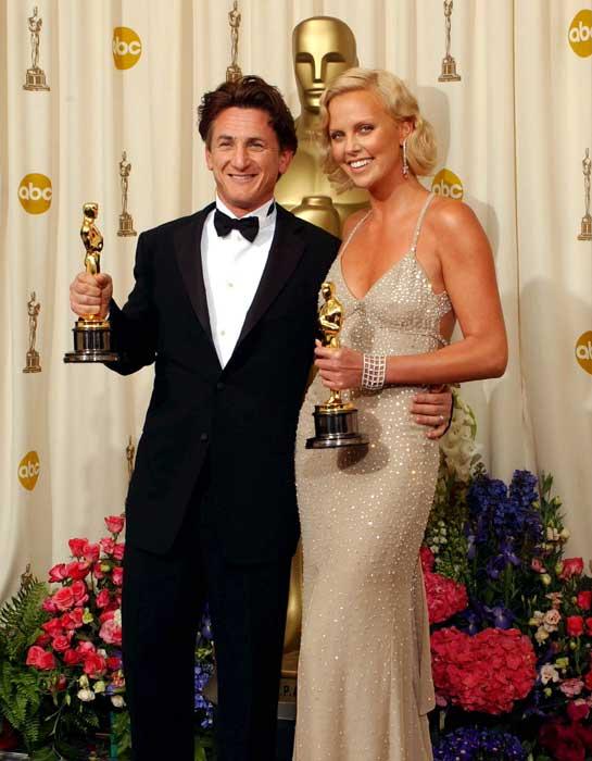 Sean Penn si Charlize Theron formeaza un cuplu, de la inceputul acestui an
