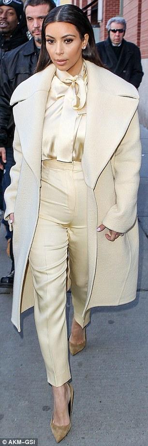 Kim Kardashian si-a facut injectii in posterior