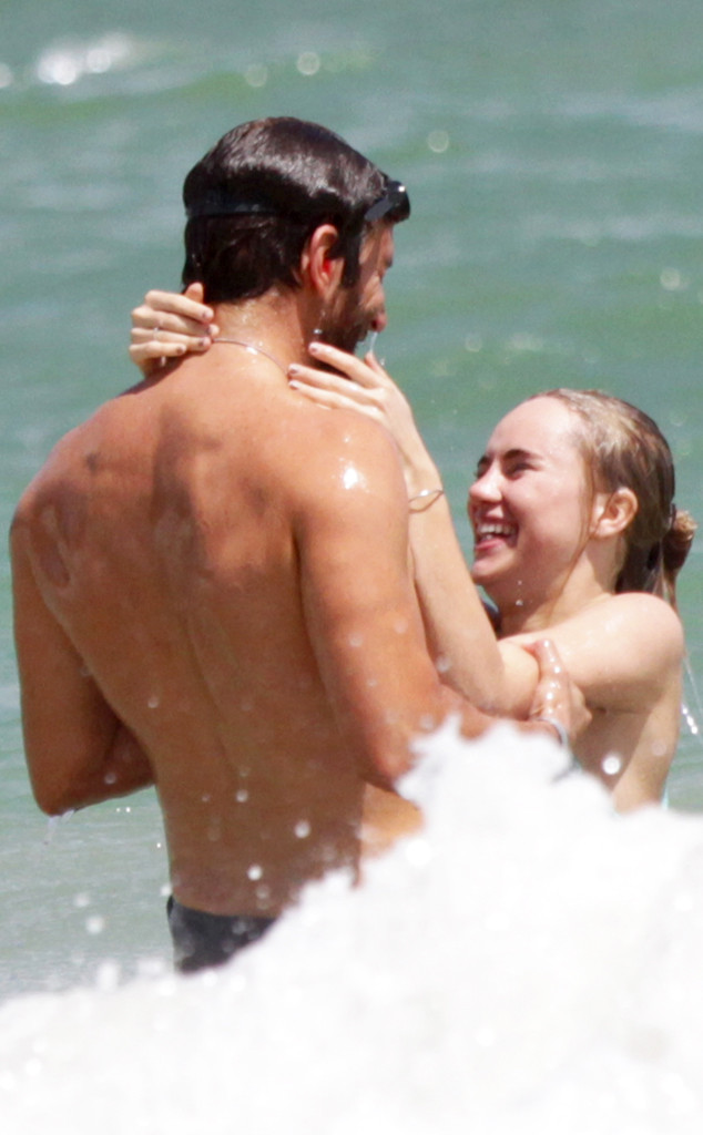 Bradley Cooper si Suki Waterhouse