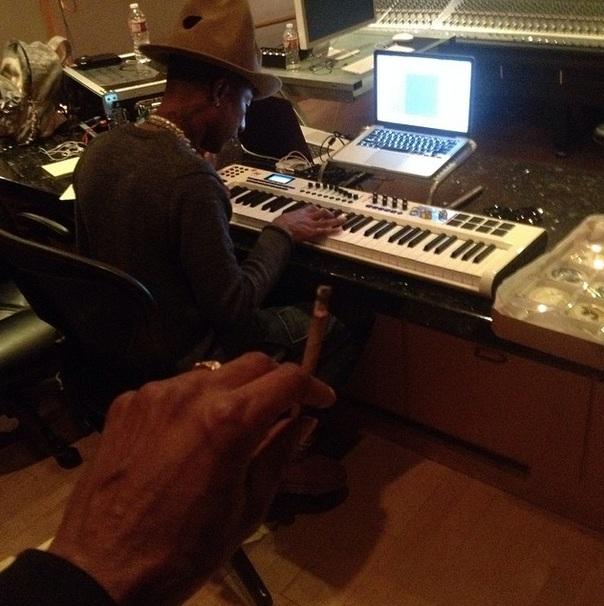Snoop Dog si amicul sau, Pharell Williams au fumat impreuna o tigara interzisa