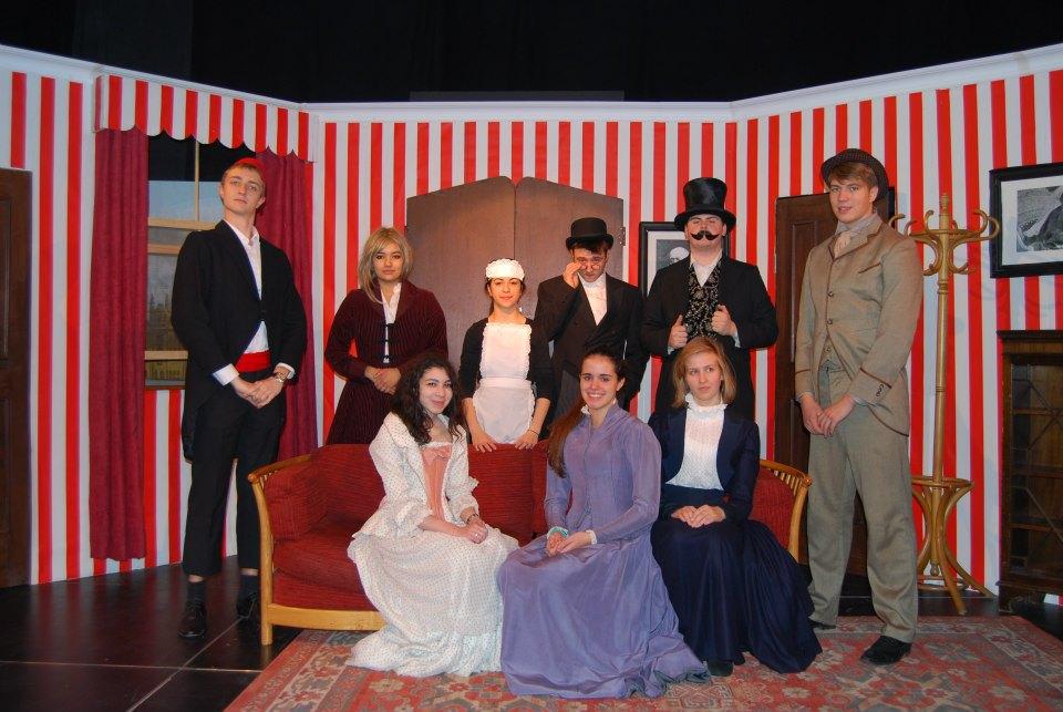 Printre diversele activitati de la St. Clare's, teatrul este una din preferatele Dianei