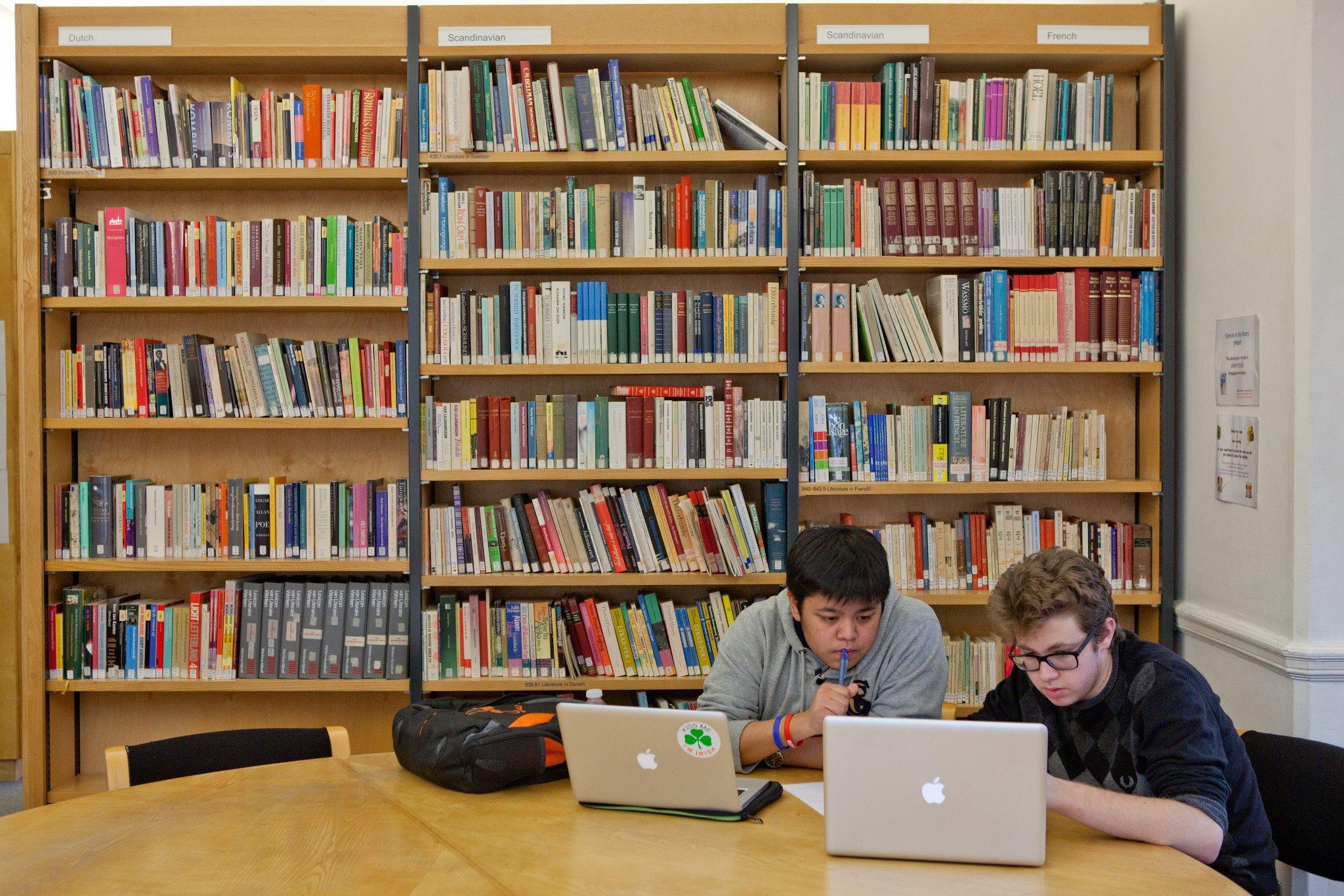 Biblioteca in care orele de studiu se prelungesc