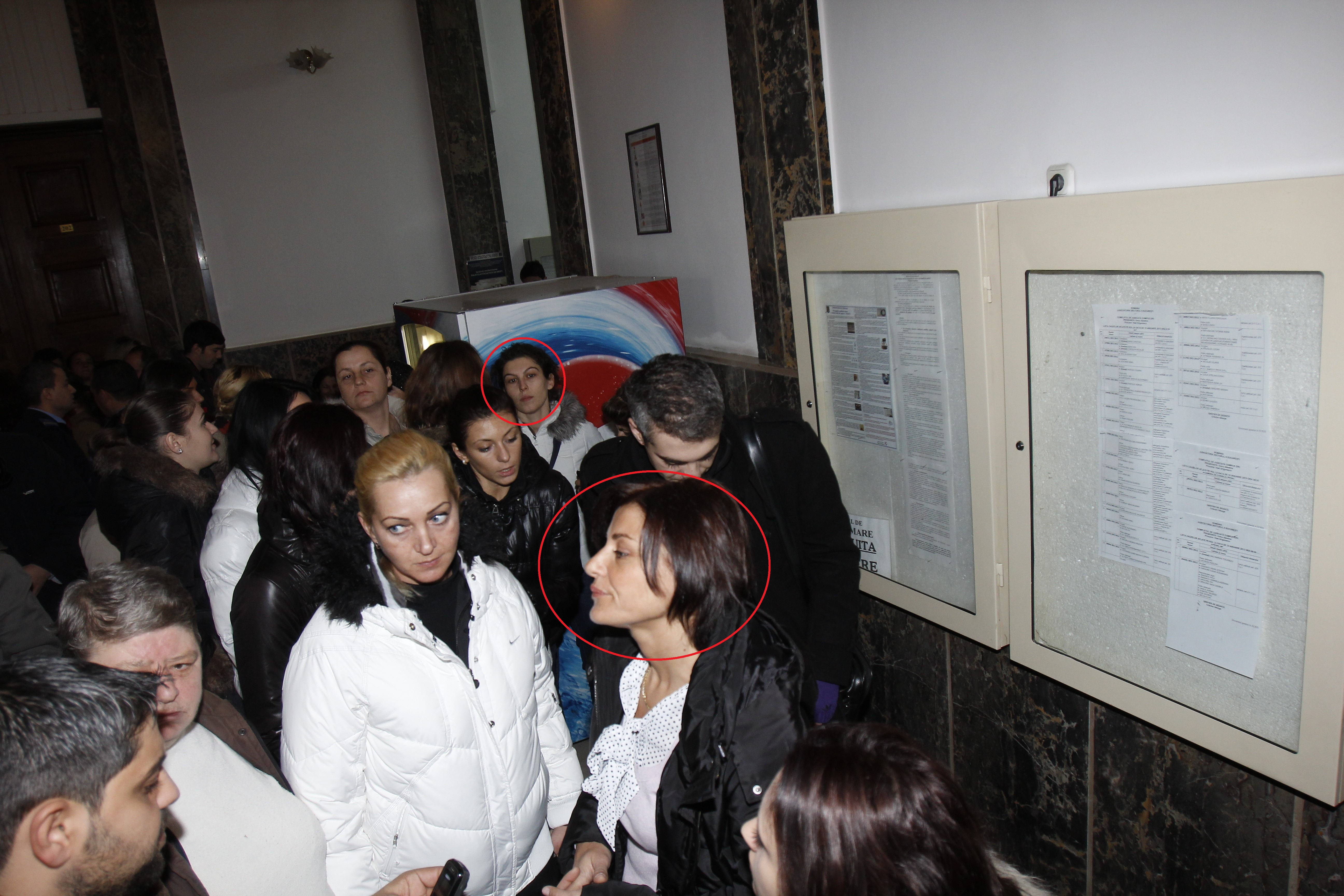 Alina Dobrin si Cristina Niculae s-au prezentat astazi la tribunal