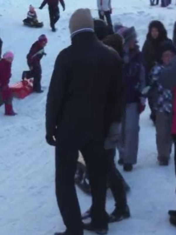 Explozie de oameni pe pârtiile de pe Valea Prahovei! Vezi cum a putut un tânăr să vină îmbrăcat la schi!