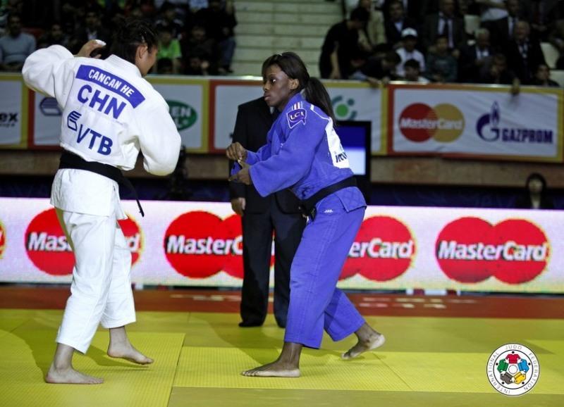 Cancan He se lupta la categoria 52 de kilograme si face parte din lotul national de judo al Chinei