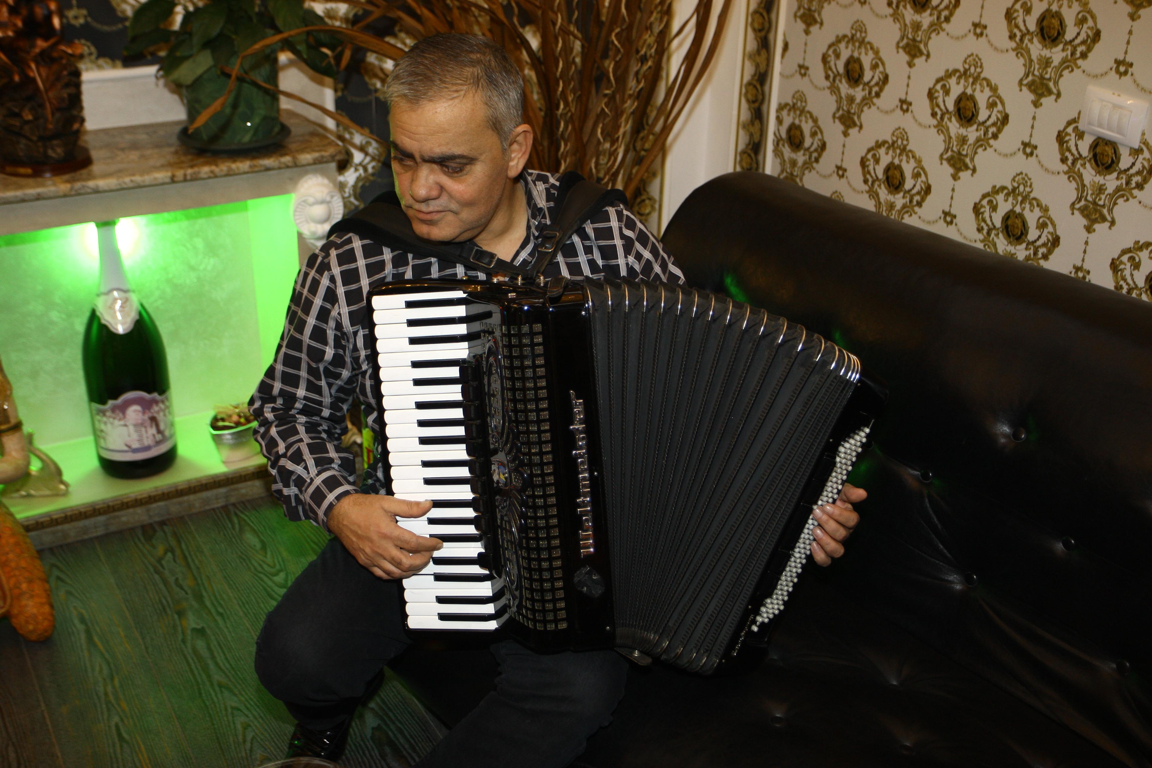 Ionica Minune este cel mai rapid acordeonist
