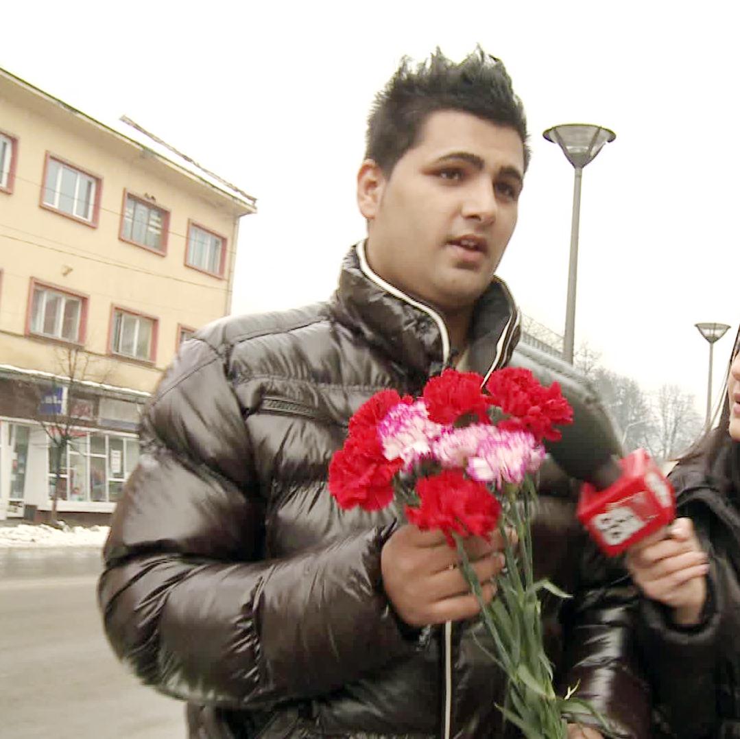 Marius Baldovin a iesit pe strada cu un brat de flori