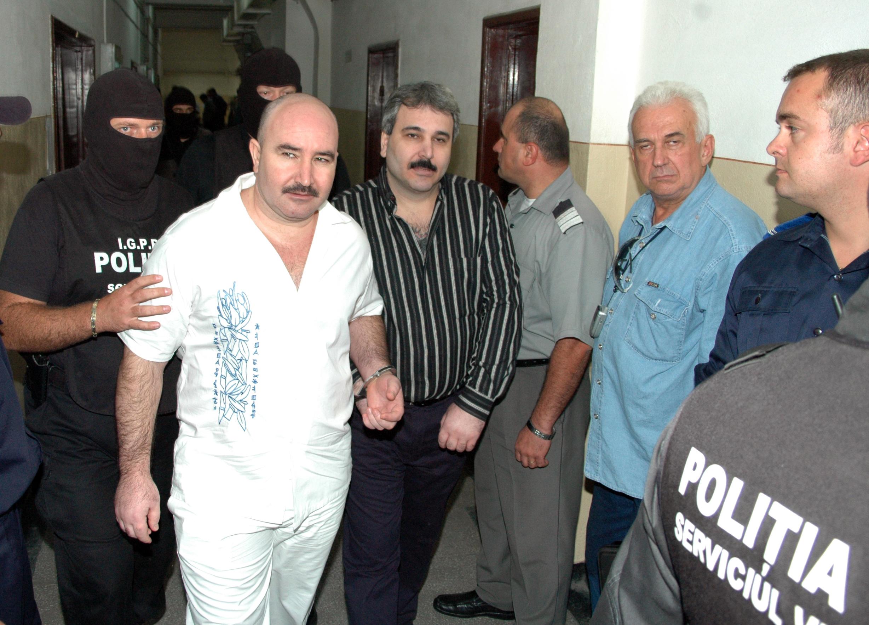 Sile Camataru si fratele sau in septembrie 2005, in timpul procesului