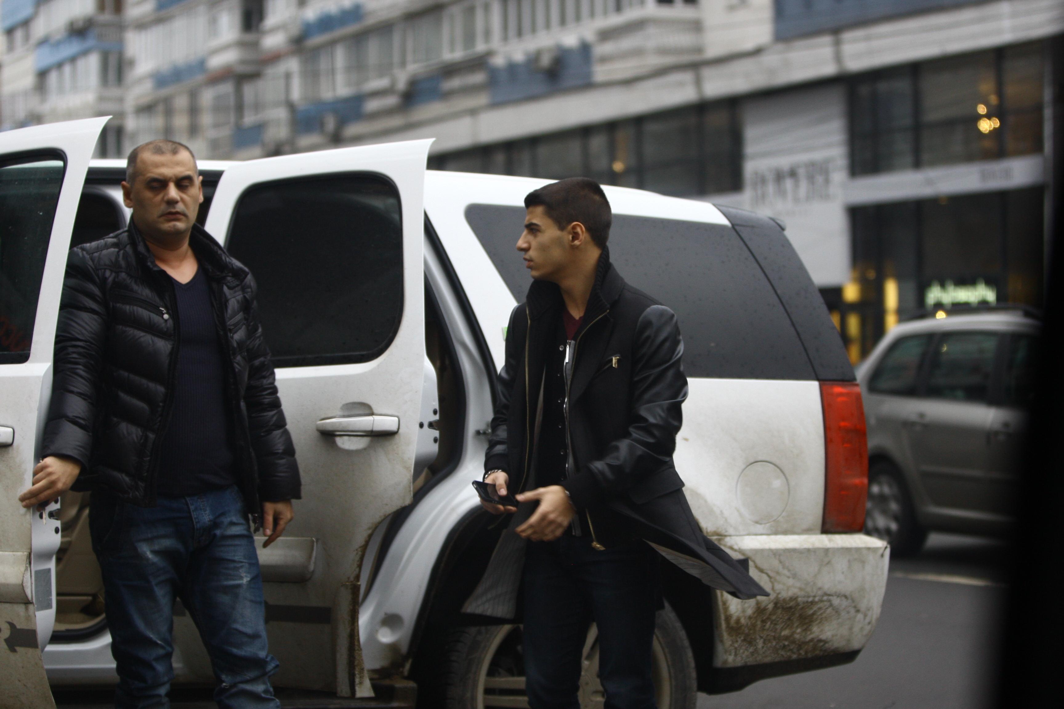 Tatal si fratele iubitei lui Ionut Atodiresei ajung la intalnire