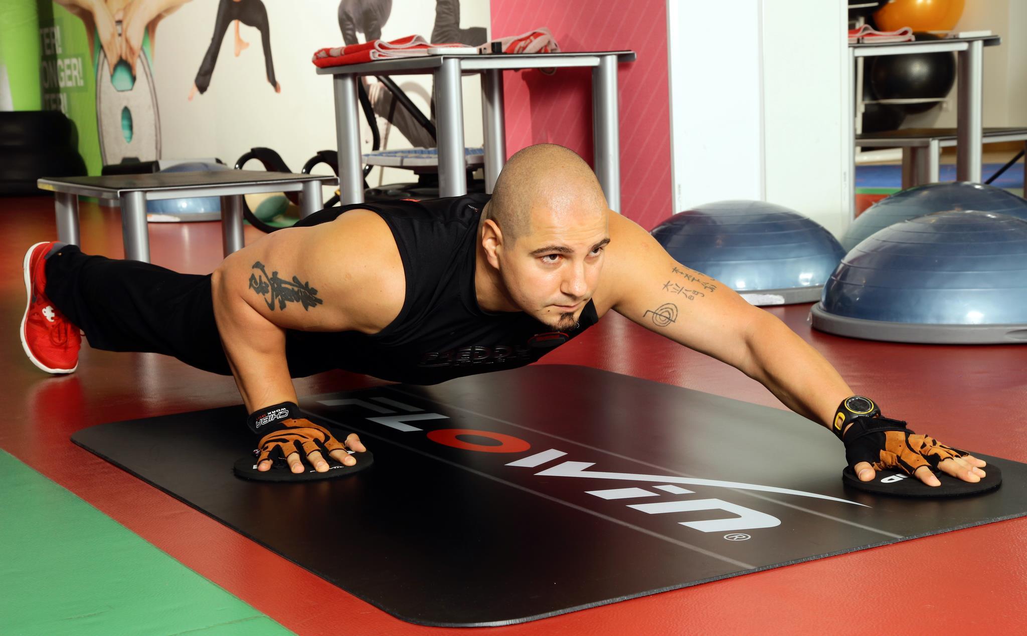 Raul e antrenor de fitness si arte martiale din 1999
