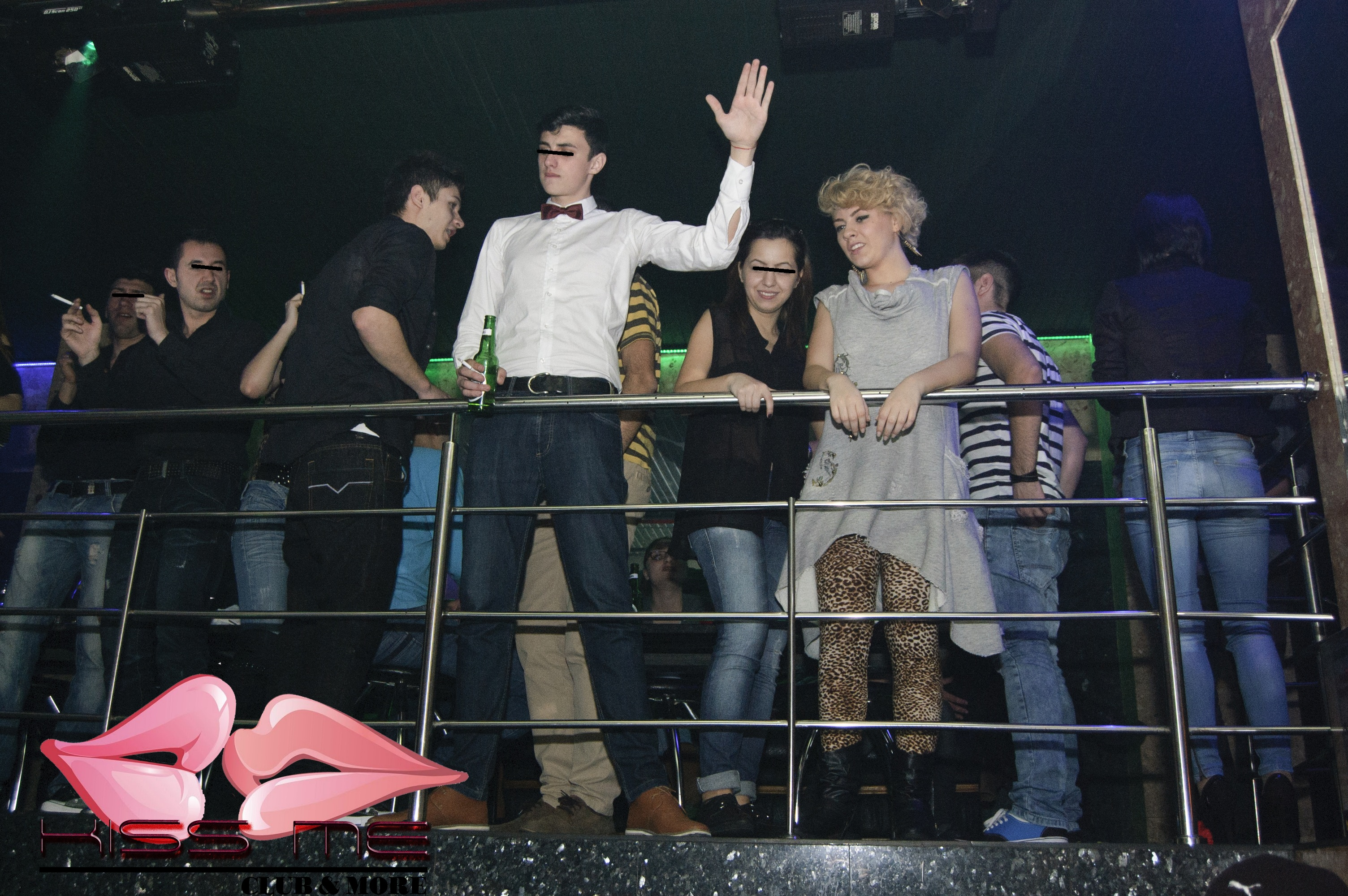 Ioana s-a distrat toata noaptea in club, dar n-a vrut sa plateasca nota