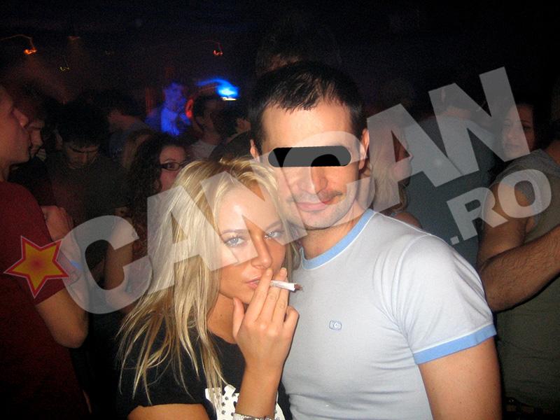 Laura Cosoi, intr-un moment de relaxare, in club