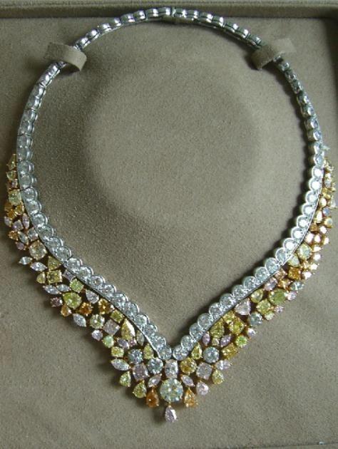 Una dintre bijuteriile create de romanca