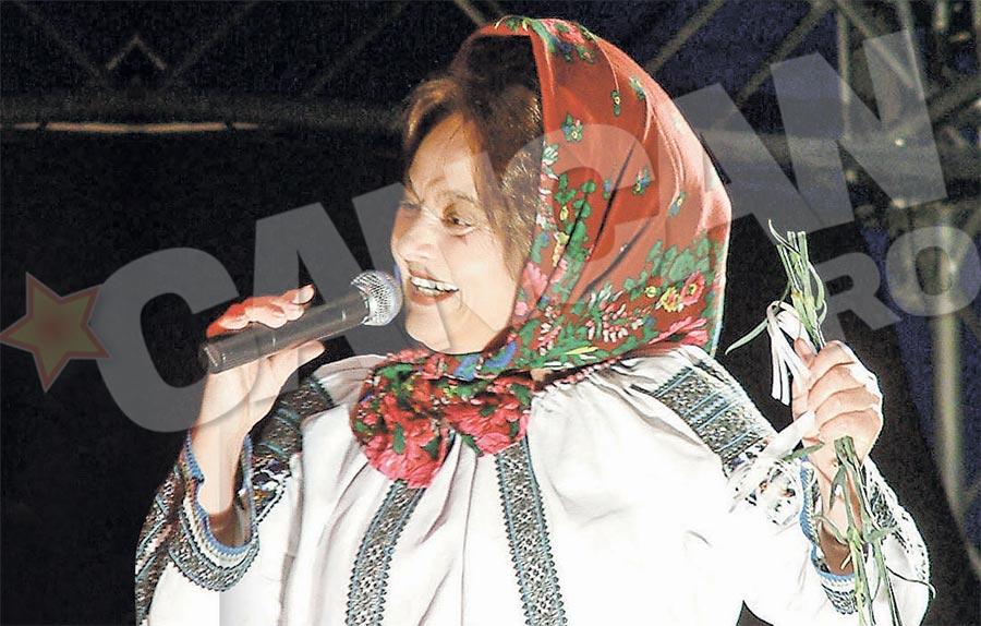 Cantareata sustine ca fostii ei angajati au furat-o