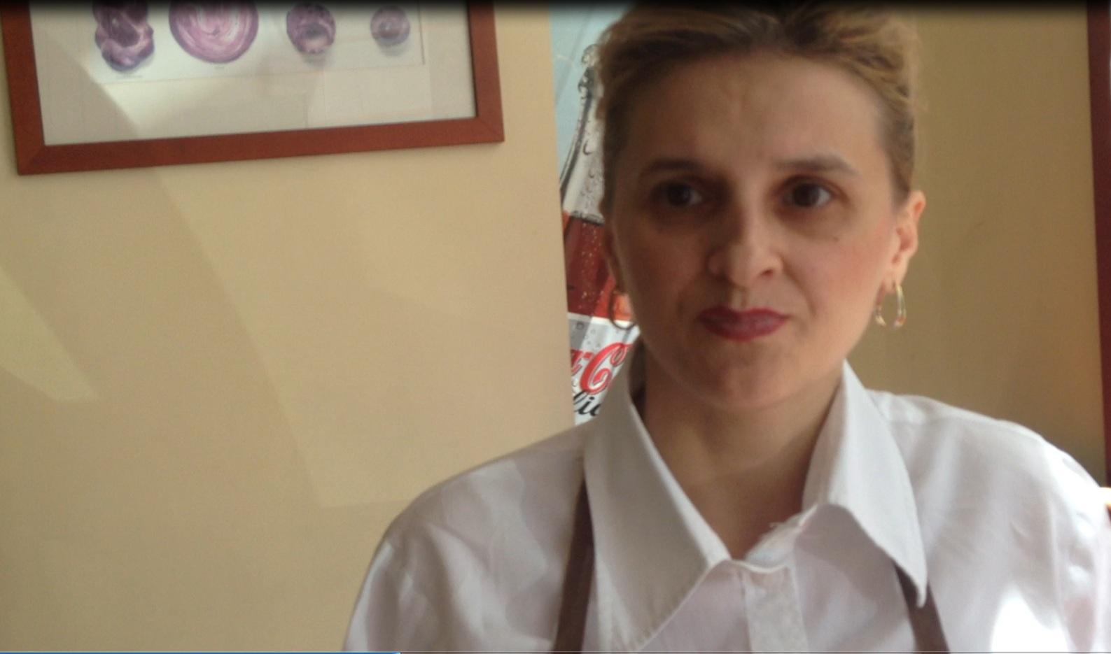 Mama eroina, Adriana Iordache, lucreaza cate 12 ore pe zi