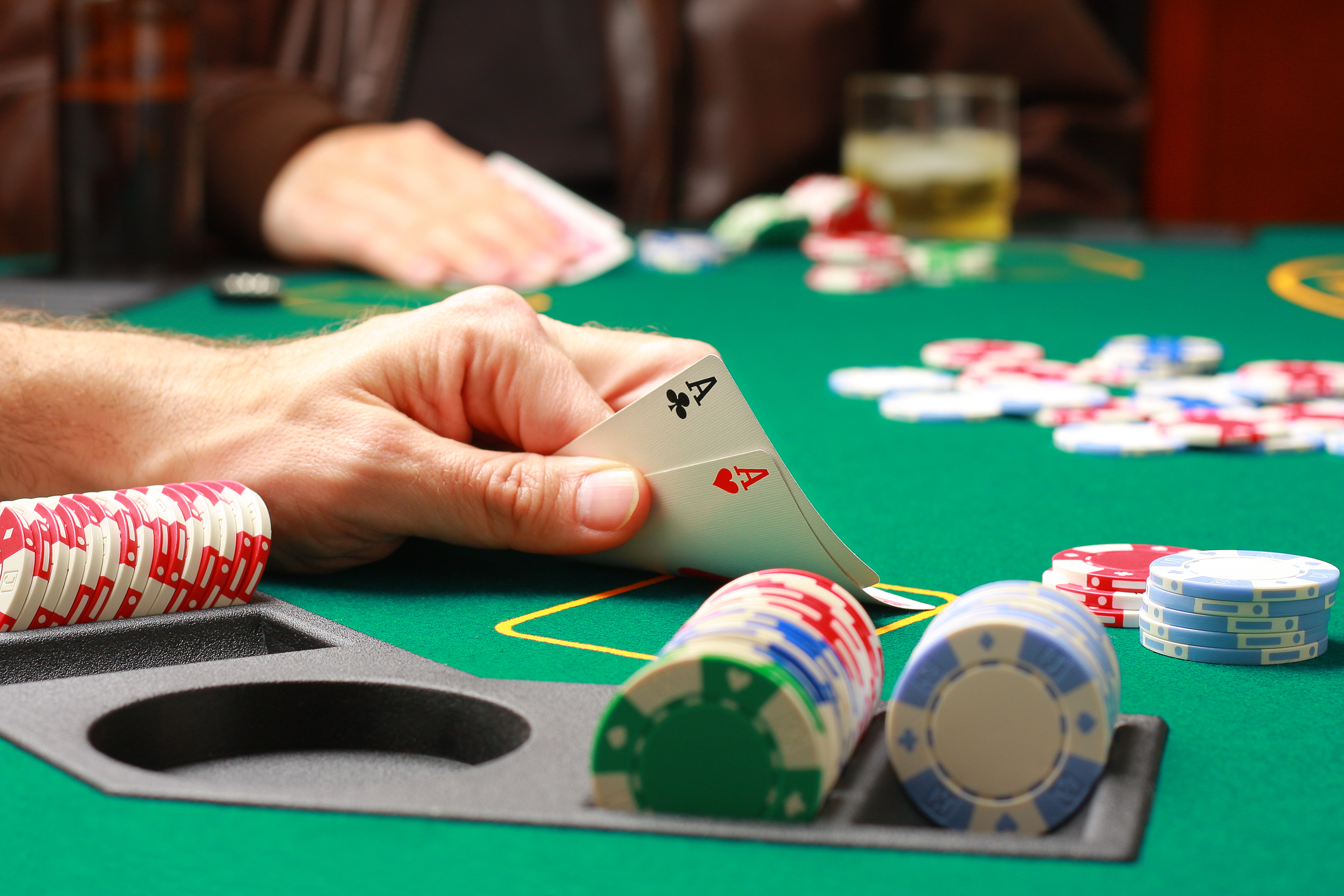Anchetatorii spun ca membri lumii interlope au pus stapanire pe cazinouri