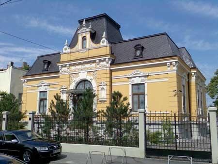 Vila a fost in trecut un mic palat regal, dar in, 2012, BCR a scos-o la vanzare!