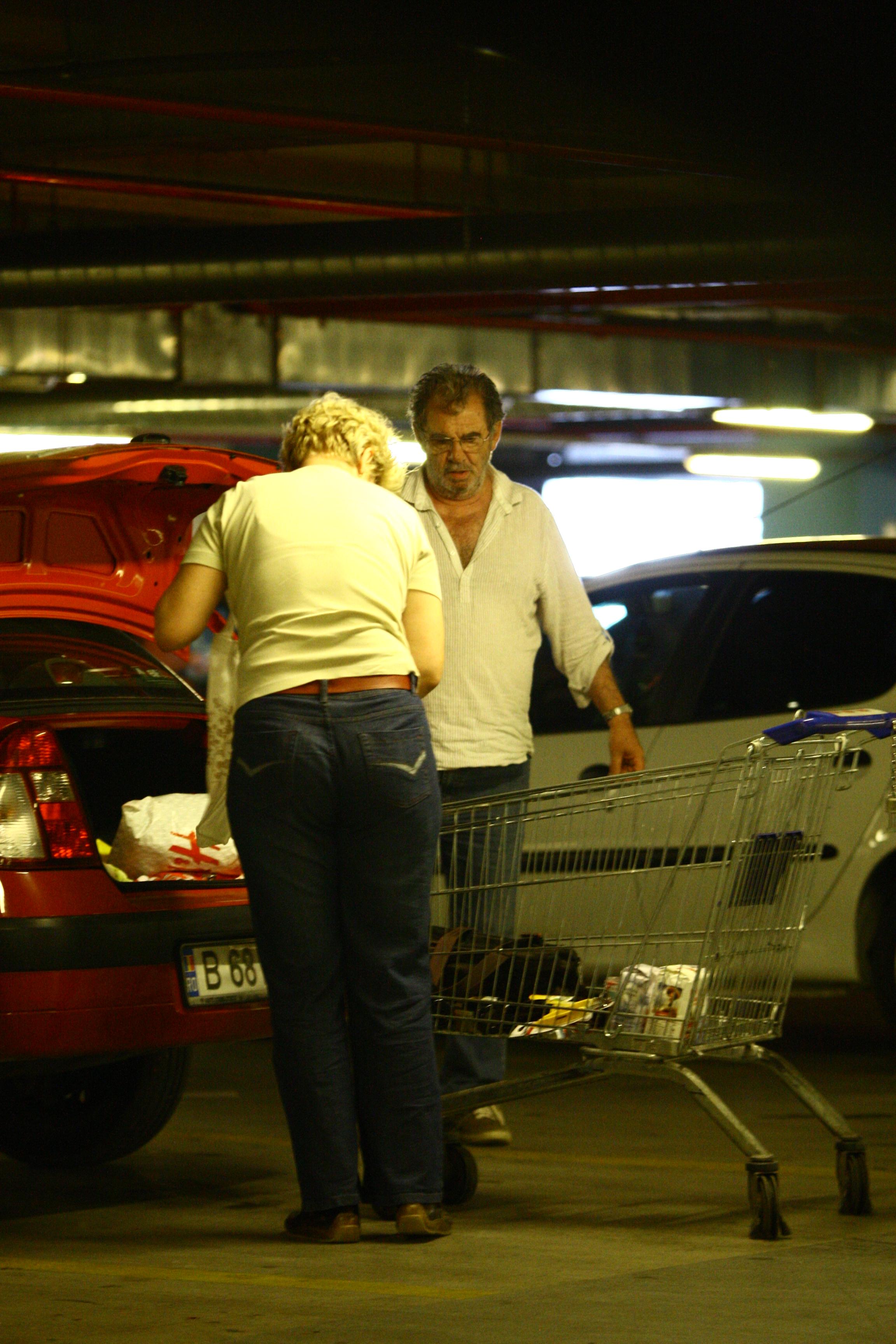 Florin Zamfirescu si-a scos iubita la cumparaturi.