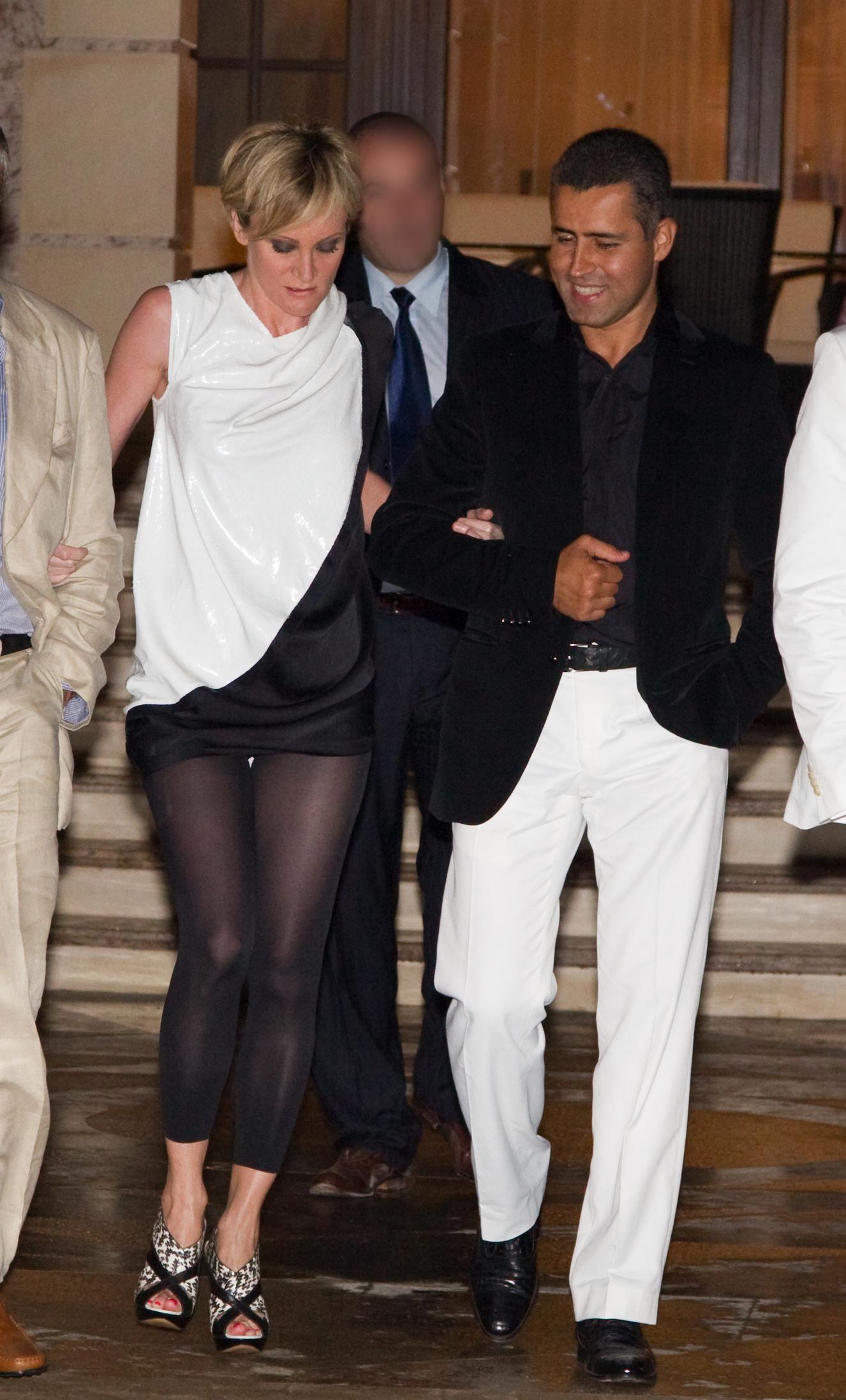 Imagine Q_Magazine. Patricia i-a cantat lui Remus Truica de ziua lui, in 2010, la petrecerea faraonica data de milionar la resedinta sa de la Snagov