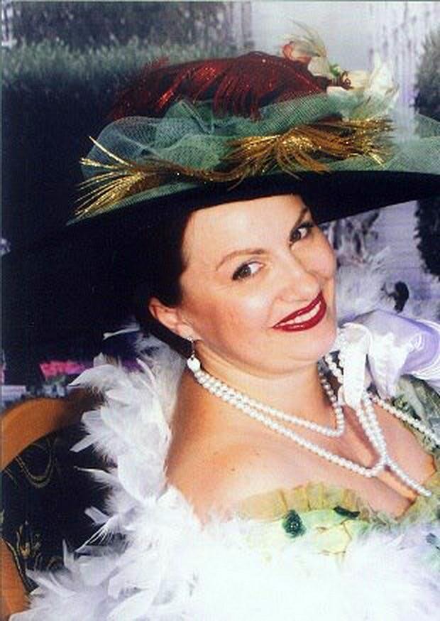 Fosta sefa a Starii Civile Iasi, Renata Marin s-a casatorit in 2006 cu tatal