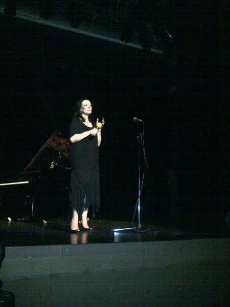 Carmen Tanase, pe scena, la spectacol