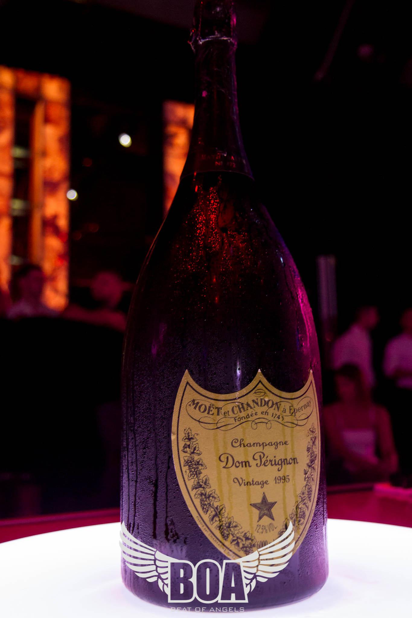 Fiul seicului miliardar a luat o sticla Mathusalem Dom Perignon Vintage 1995, care costa 20.000 de euro si golit stocul furnizorul din Bucuresti, dupa doua weekenduri incendiare