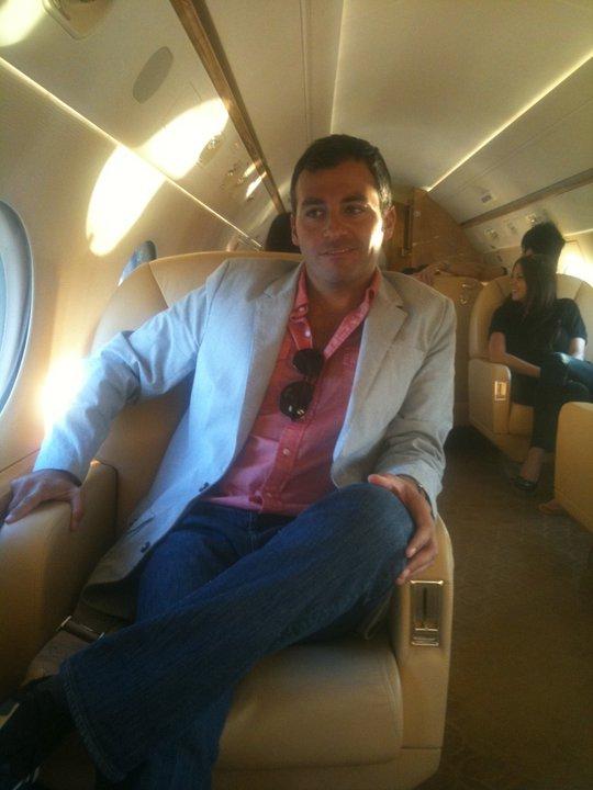 Dekermenjian este director si membru in consiliul de conducere al firmei Mr Pink, precum si consilier juridic