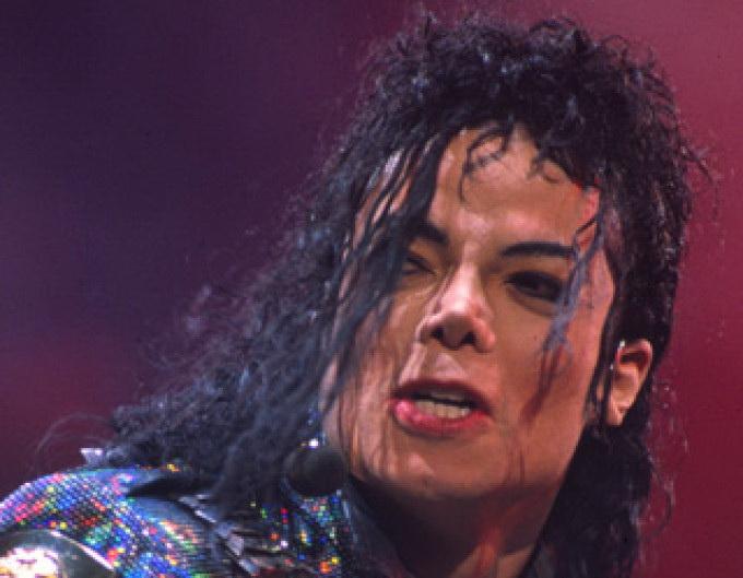 Michael Jackson folosea in concerte pantofi speciali care erau patentati pe numele sau