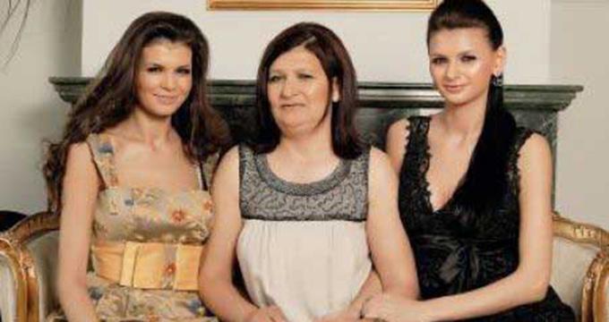Monica si Ramona nu au trecut nici acum peste moartea mamei lor