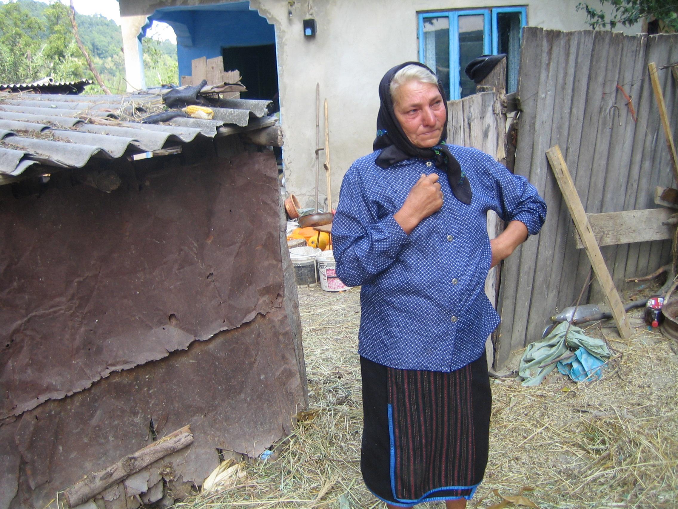 Sora Veronicai Bulai, Maria, locuieste in satul Fundu Racaciuni, Bacau